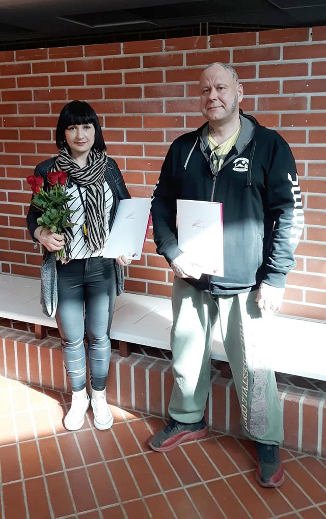 Yuliya ja Pasi valmistuivat erikoisammattitutkintoon